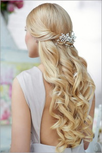 Quinceanera-half-up-half-down-curls-with-hairpiece-style