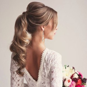 Simple-Ponytail-Curls-Hairstyle-for-Your-Quinceanera