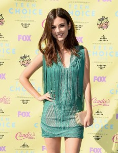 Actress-Victoria-Justice-attends-the-Teen-Choice-Awards-2015