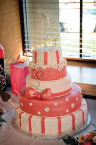 Pink-and-White-Floral-Girly-Quince-Cake-Idea