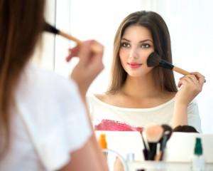 Quince-Girl-Applying-Makeup
